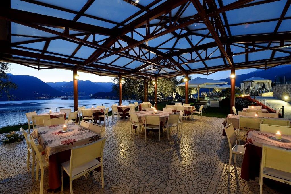 Tavoli in terrazza al Giardino Marilago