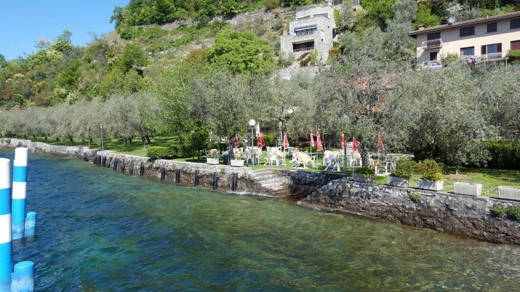 Il giardino della Trattoria del Sole a Monte Isola