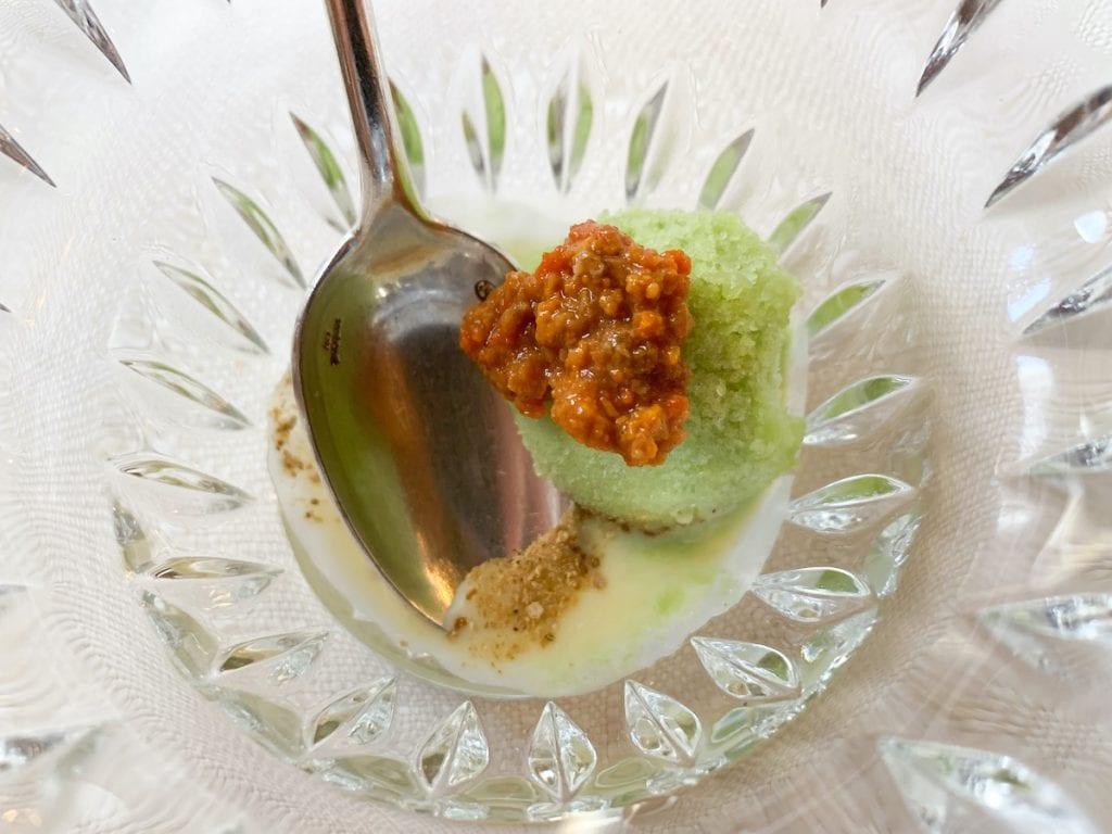 Sorbetto alle foglie di fico, ricci di mare, cioccolato bianco e polvere di funghi porcini-Laite