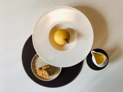 Pera pochées con tozzetti e crema inglese