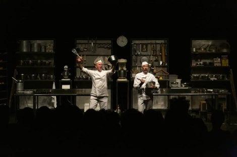Spettacolo sul palco di Play with food