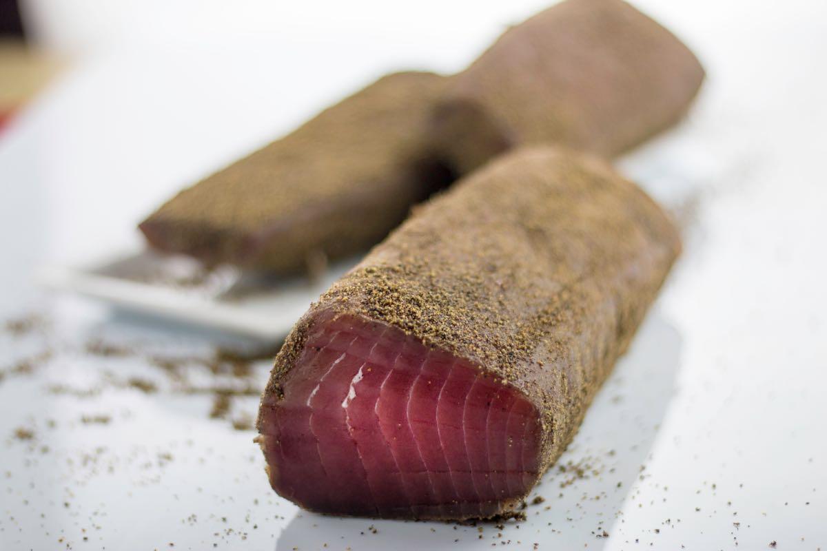A Prato si producono salumi di mare: Prosciutto di tonno