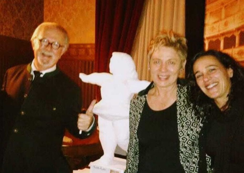 Cioccolato Creativo Le proprietarie con Botero e la scultura della ballerina