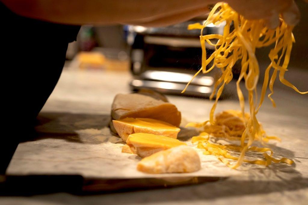 Preparazione della pasta fresca da Fiamma
