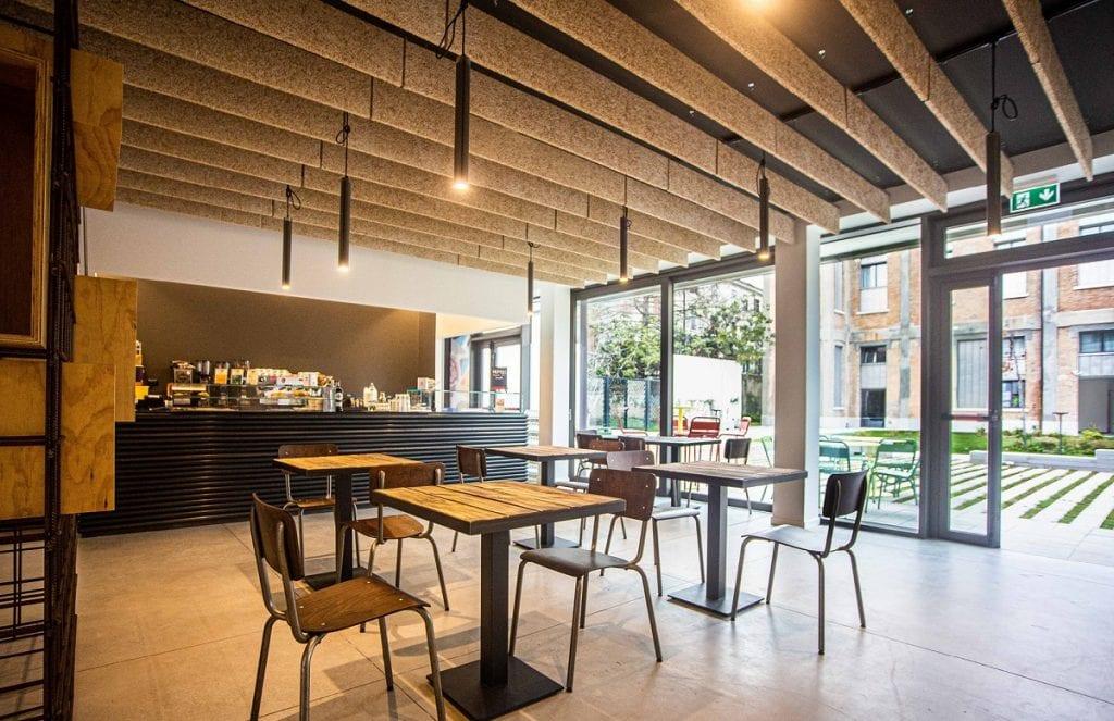 La caffetteria e il giardino di Hum.us