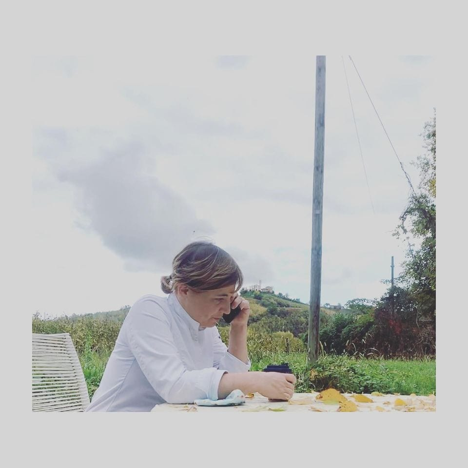 Antonia Klugmann al telefono