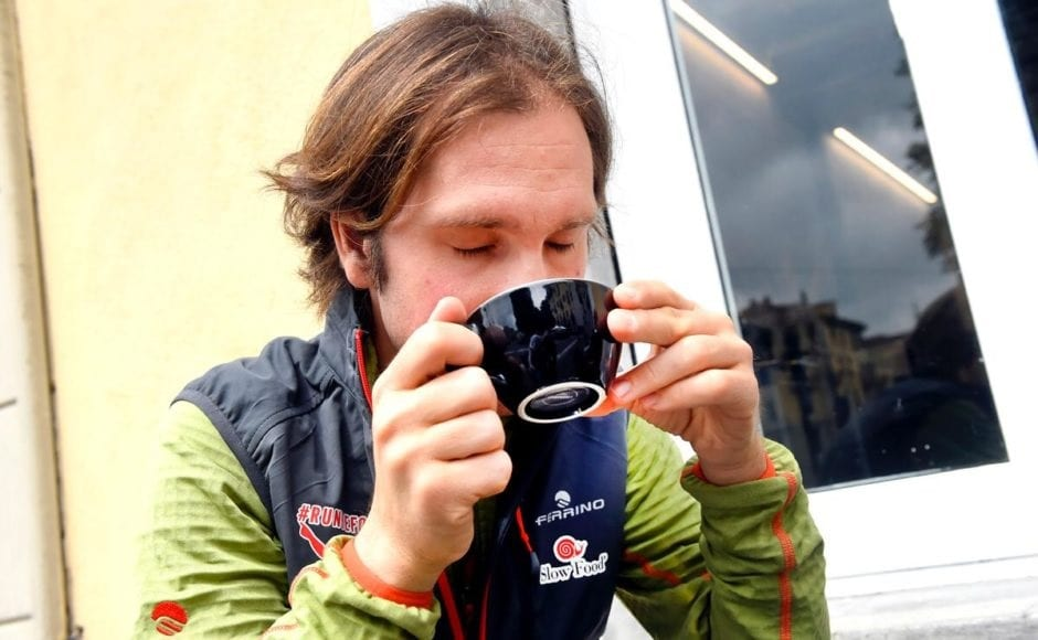 Oliviero Alotto beve un caffè