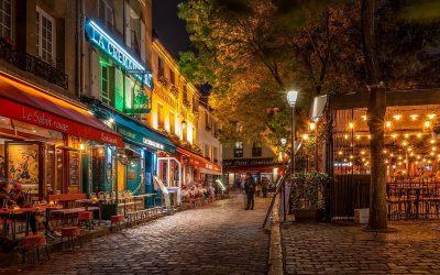 Bistrot a Parigi, di notte