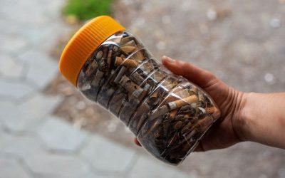 Mozziconi di sigaretta raccolti per strada