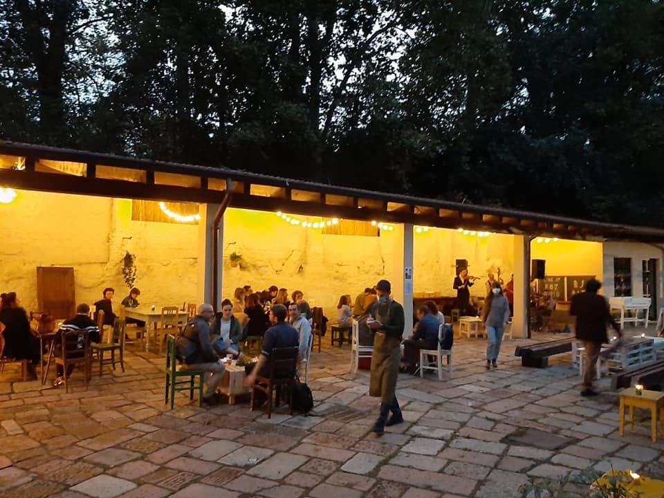 Il patio della Cascina Nascosta