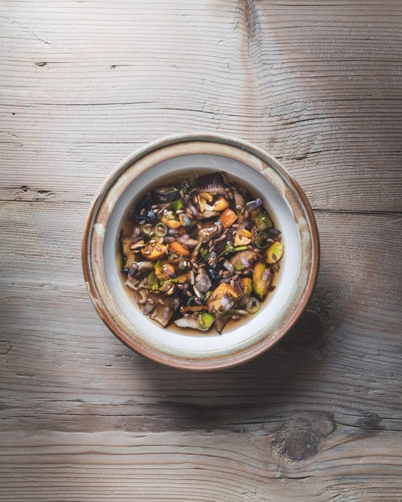 Un piatto di funghi del St. Hubertus. Foto di Alex Moling tratta dal libro Cook the Mountain