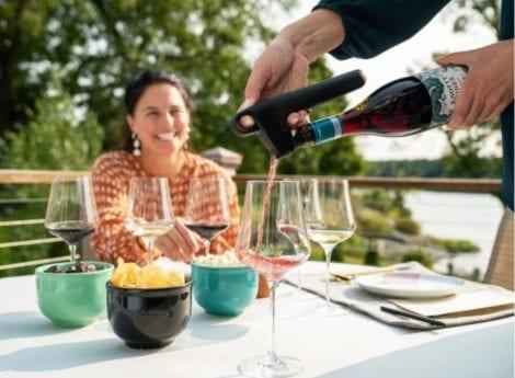 Bottiglia con tappo Pivot all'aperitivo in terrazza