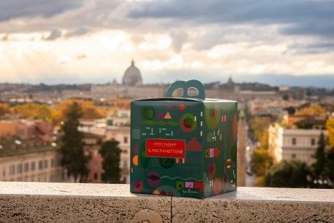 Il packaging del panettone di Massari, con vista su Roma