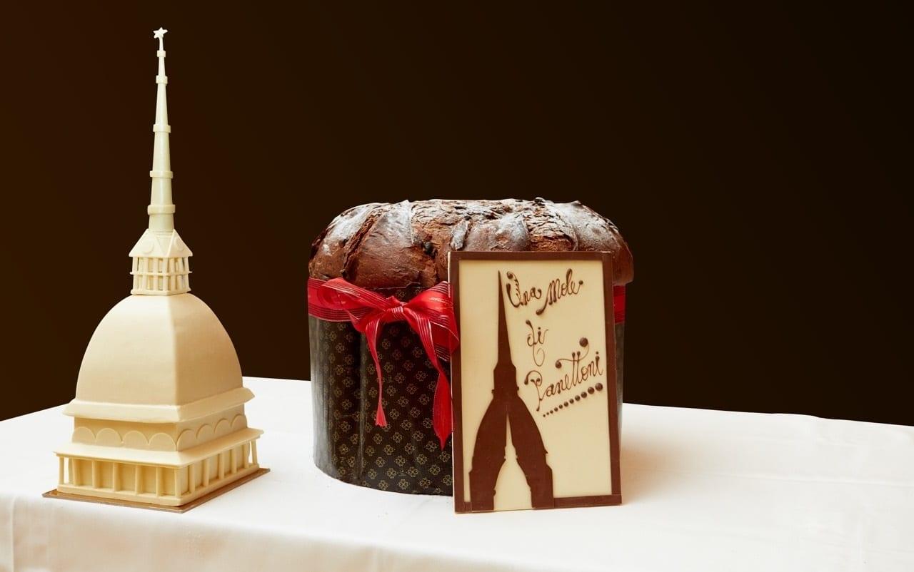Panettone al cioccolato con miniatura di Mole
