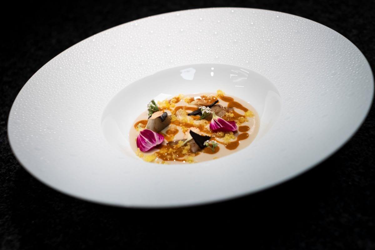 Vellutata di topinambur, alici salate e ricci di mare di Francesco Apreda