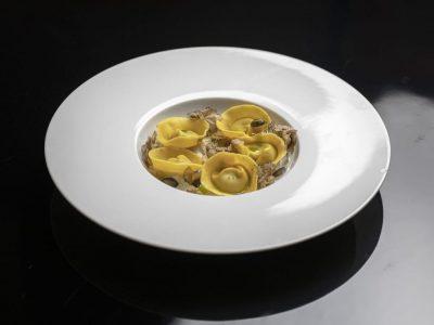 Tortelli alla zucca mantovana, spuma di caciotta leccese e tartufo bianco