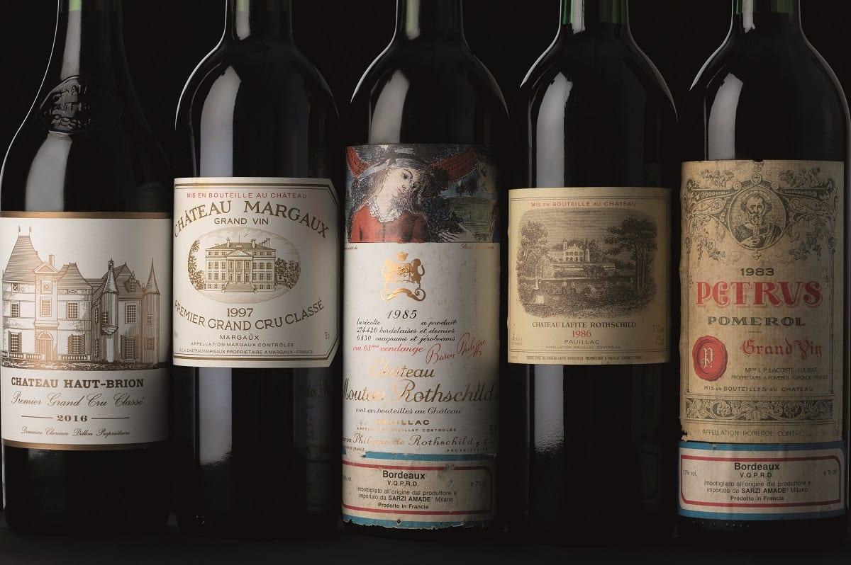 Bottiglie di grandi vini francesi
