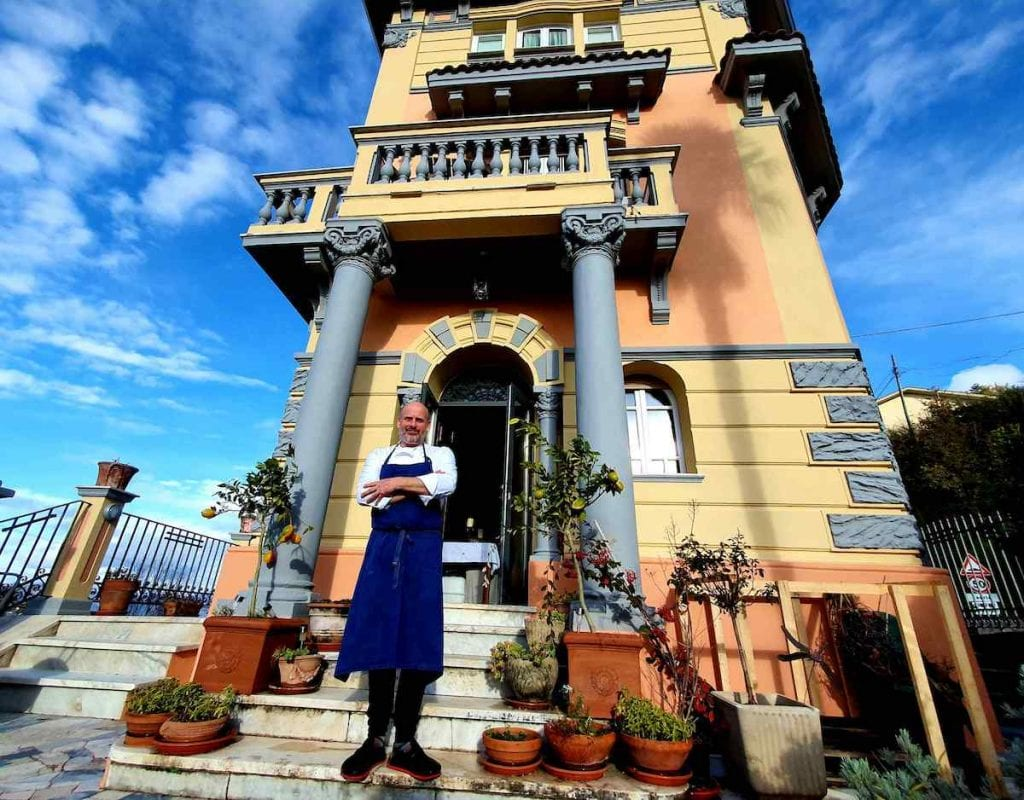 Ben Hirst davanti a Villa Inglese Picinisco