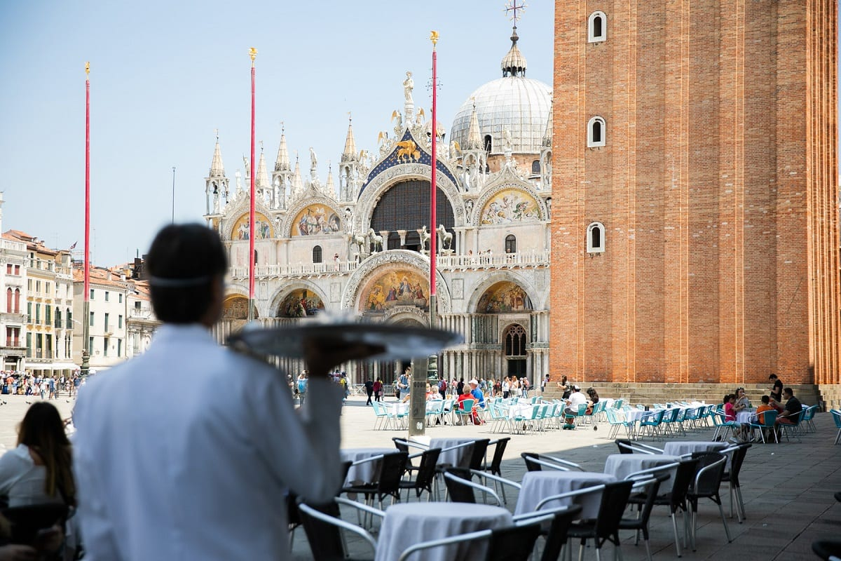 Tavoli del caffè Florian in piazza San Marco