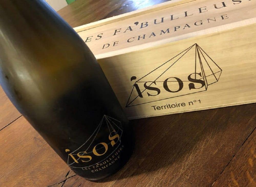 La bottiglia dello champagne Isos
