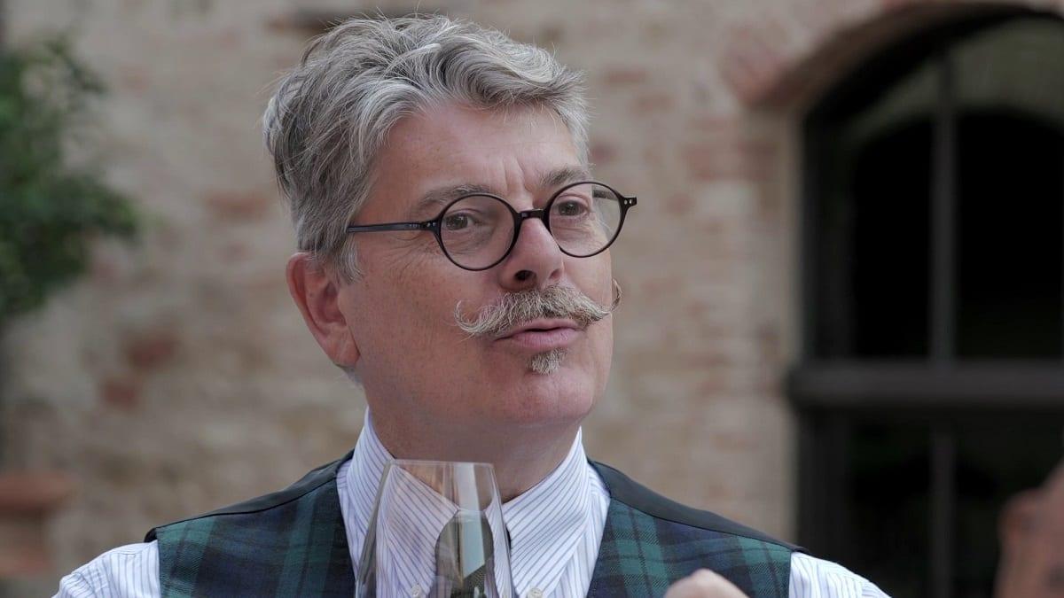 Marco Sabellico degusta un vino