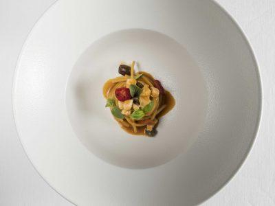 Spaghetti allo scorfano, olive e bottarga
