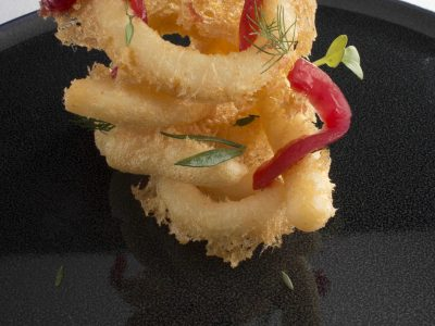 Tempura di calamari, composta di cipolla e arancia