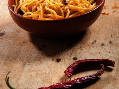 Spaghetti con caprino e peperoncino
