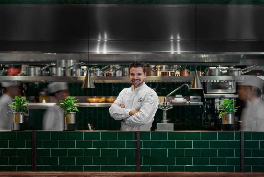 antonio corsaro chef del ristorante la scala di shanghai
