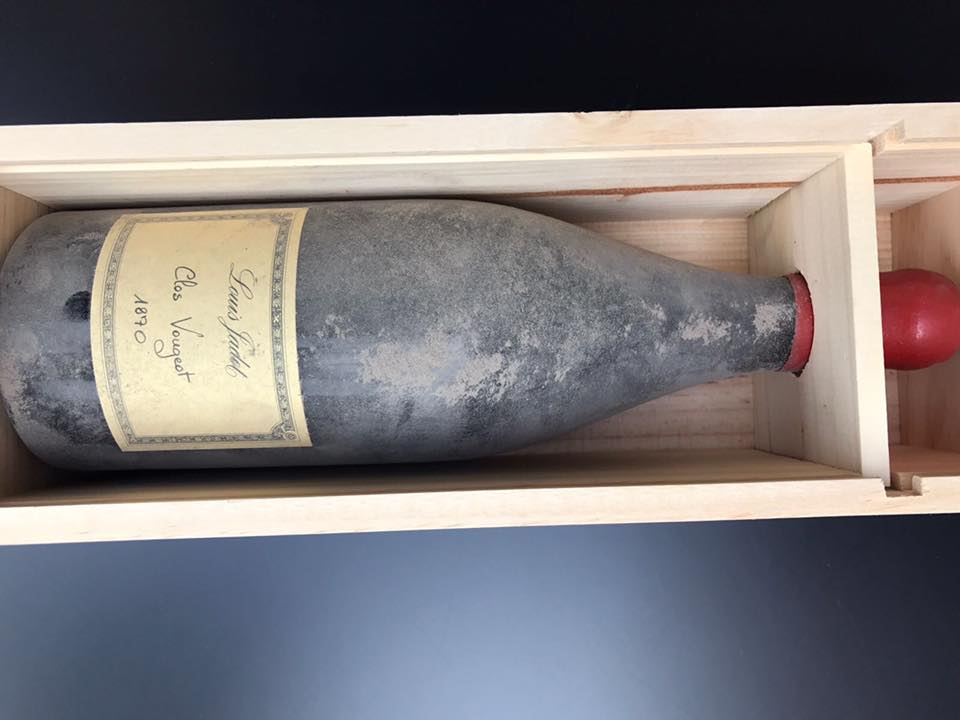 Una bottiglia antica di vino
