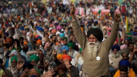 Contadini protestano in India