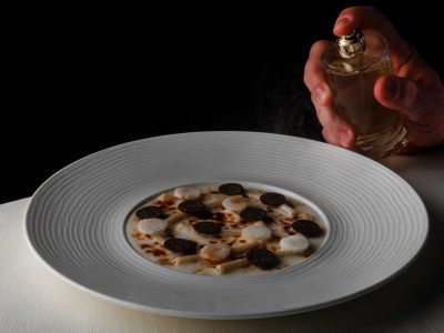 Maccheroncini, aglio dolce, asparagi bianchi e tartufo di Juan Camilo Quintero