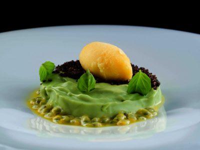 Namelaka al basilico, olive nere, biscotto alle olive nere e frutto della passione di Nino Rossi