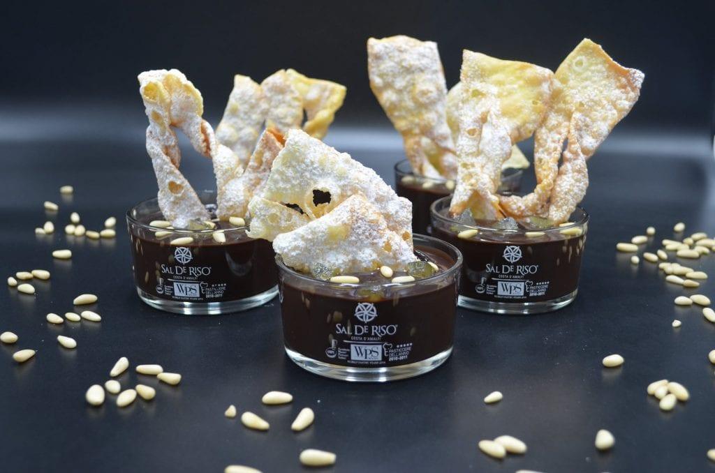Chiacchiere e cioccolaccio di Sal De Riso
