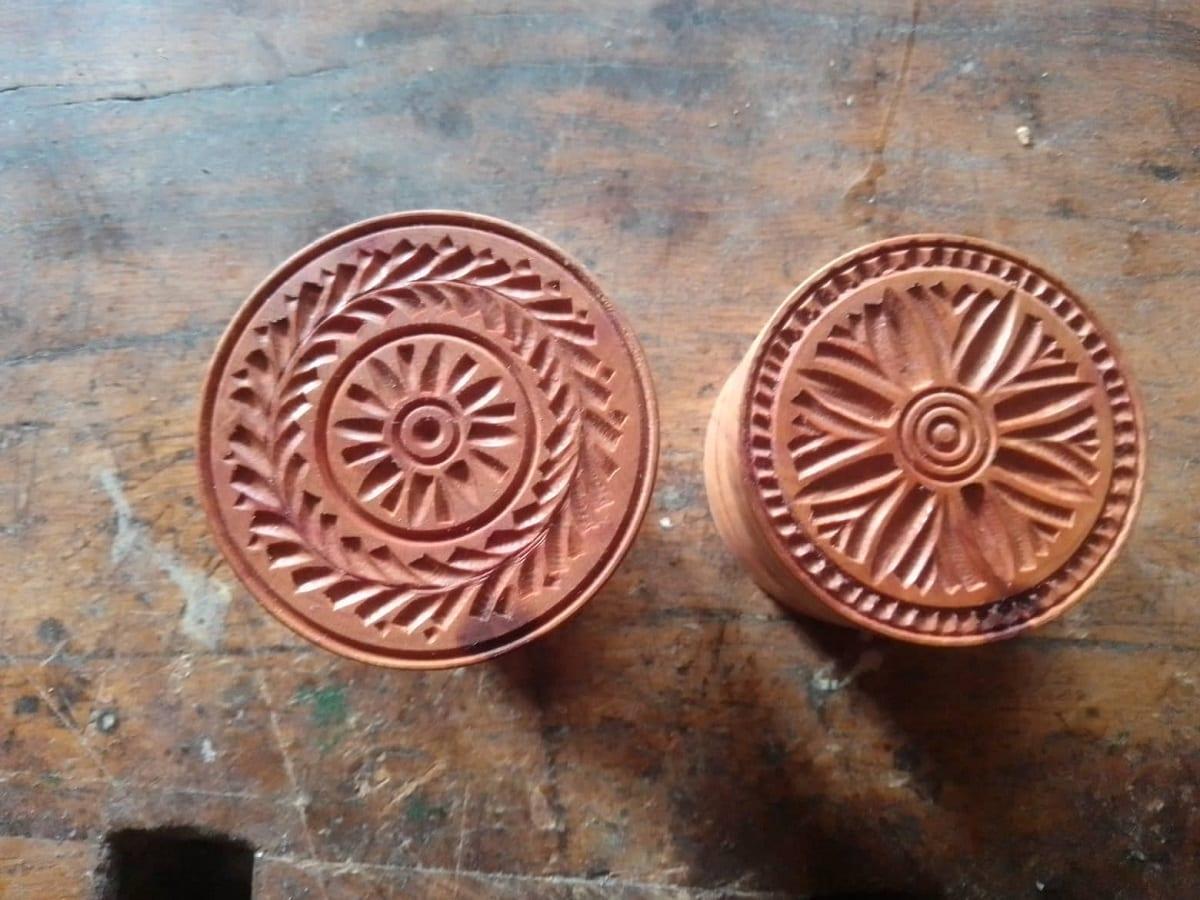 Due stampi per croxetti