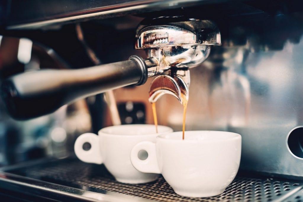 estrazione caffè espresso in tazzina
