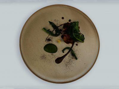 Coniglio, cicoria, aglio nero e bergamotto
