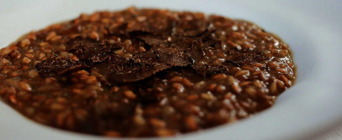 Farro della Garfagnana mantecato al pecorino con porcini e tartufo