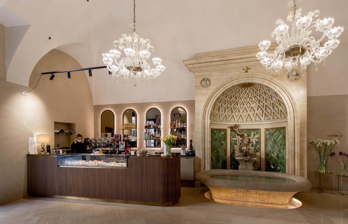 Il bar con la fontana storica del Caffè Doria