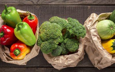 Verdure fresche in busta di carta
