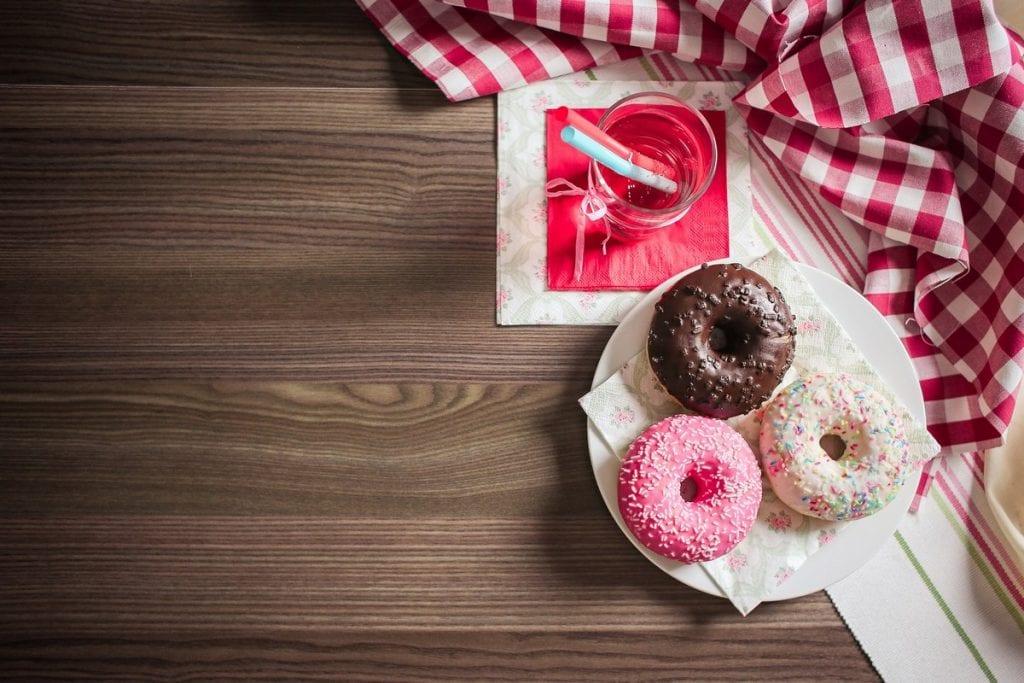 donuts su tavolo
