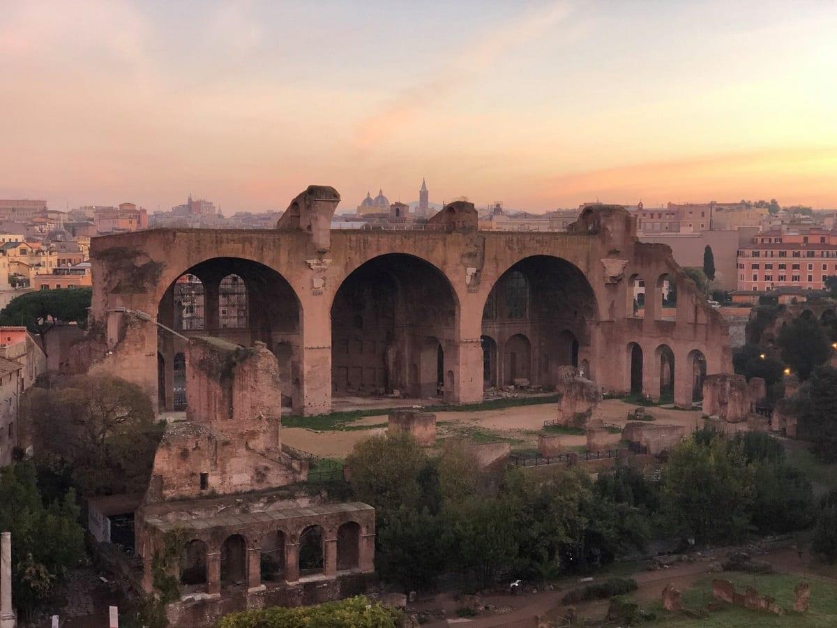 Vista sulla basilica di Massenzio
