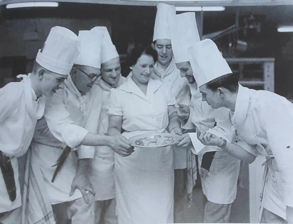 Paulette Blanc in cucina, 1954