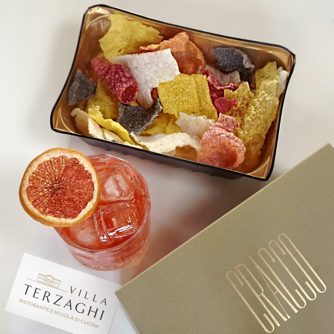Chips vegetali e cocktail
