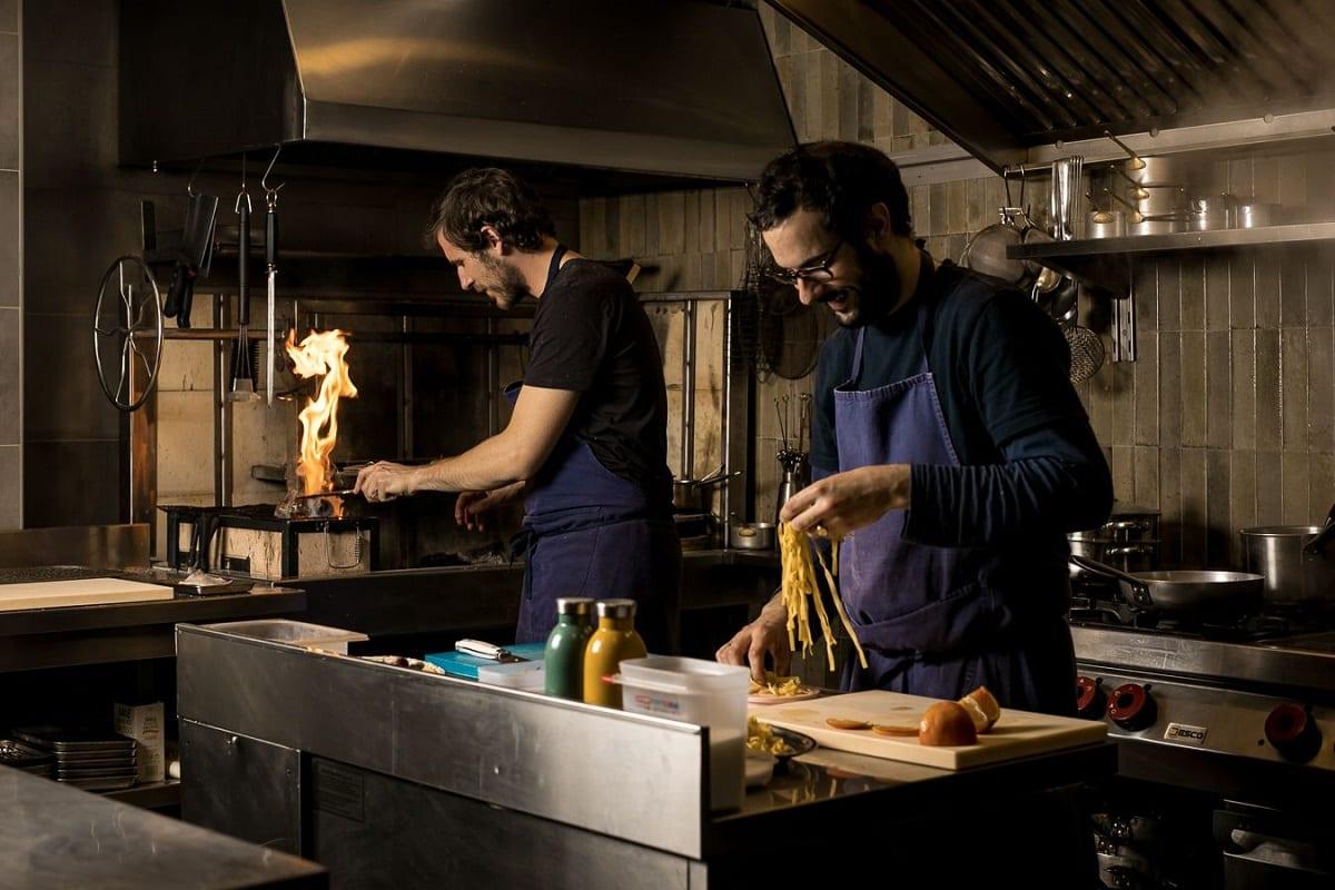 Al lavoro nella cucina di Marzapane