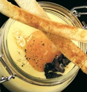 Cocotte di fonduta di Bitto, uova e tartufo