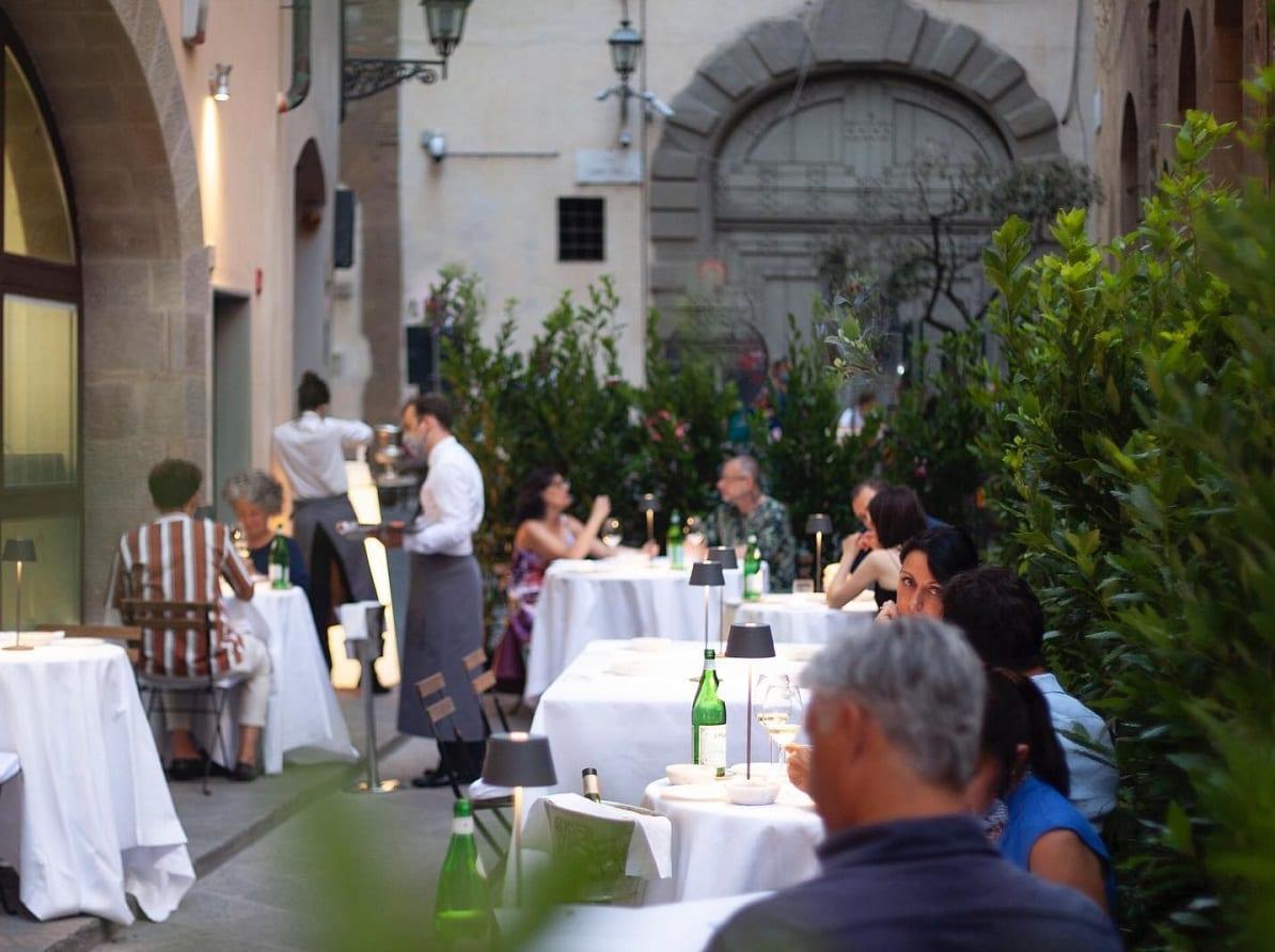 Il dehors temporaneo di Ora d'Aria a Firenze