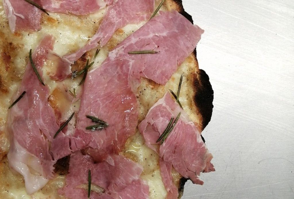 La pizza con prosciutto cotto di Spiga