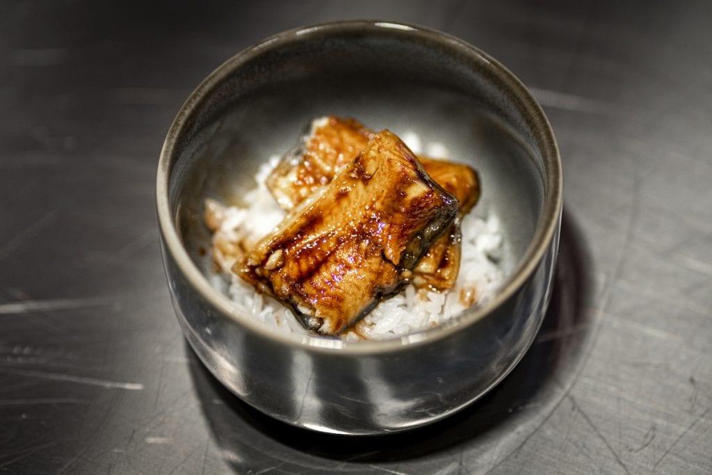 Umi Tokusei unajyuu sumibiyaki Riso con anguilla laccata ai carboni
