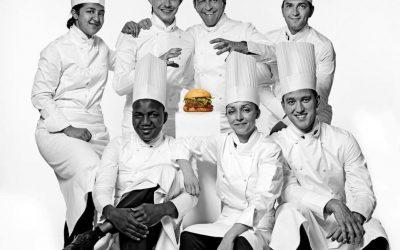 La squadra di Yannick Alléno e l'hamburger dello chef